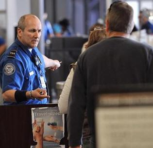 TSA Swabbing Fliers Hands For Explosives During Chat Downs tsa